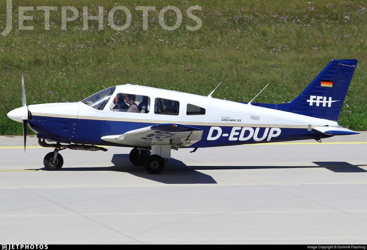 D-EDUP - Piper PA-28-181 Archer II - FFH Flight Training