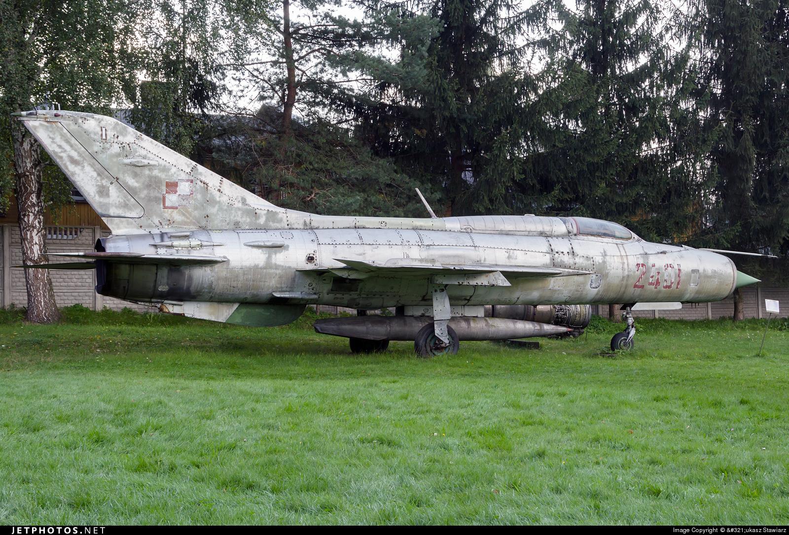 2401 - Mikoyan-Gurevich MiG-21PF Fishbed - Poland - Air Force