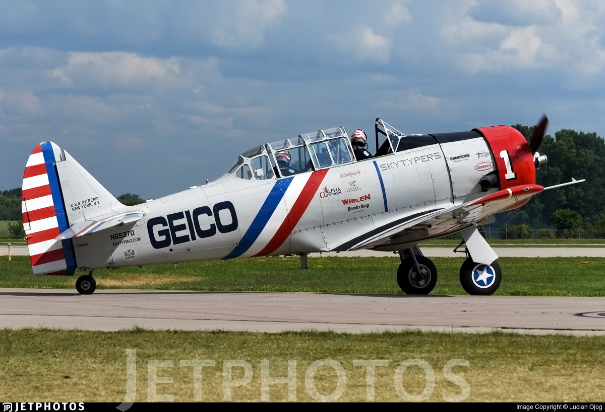 N65370 - North American SNJ-2 Texan - Private