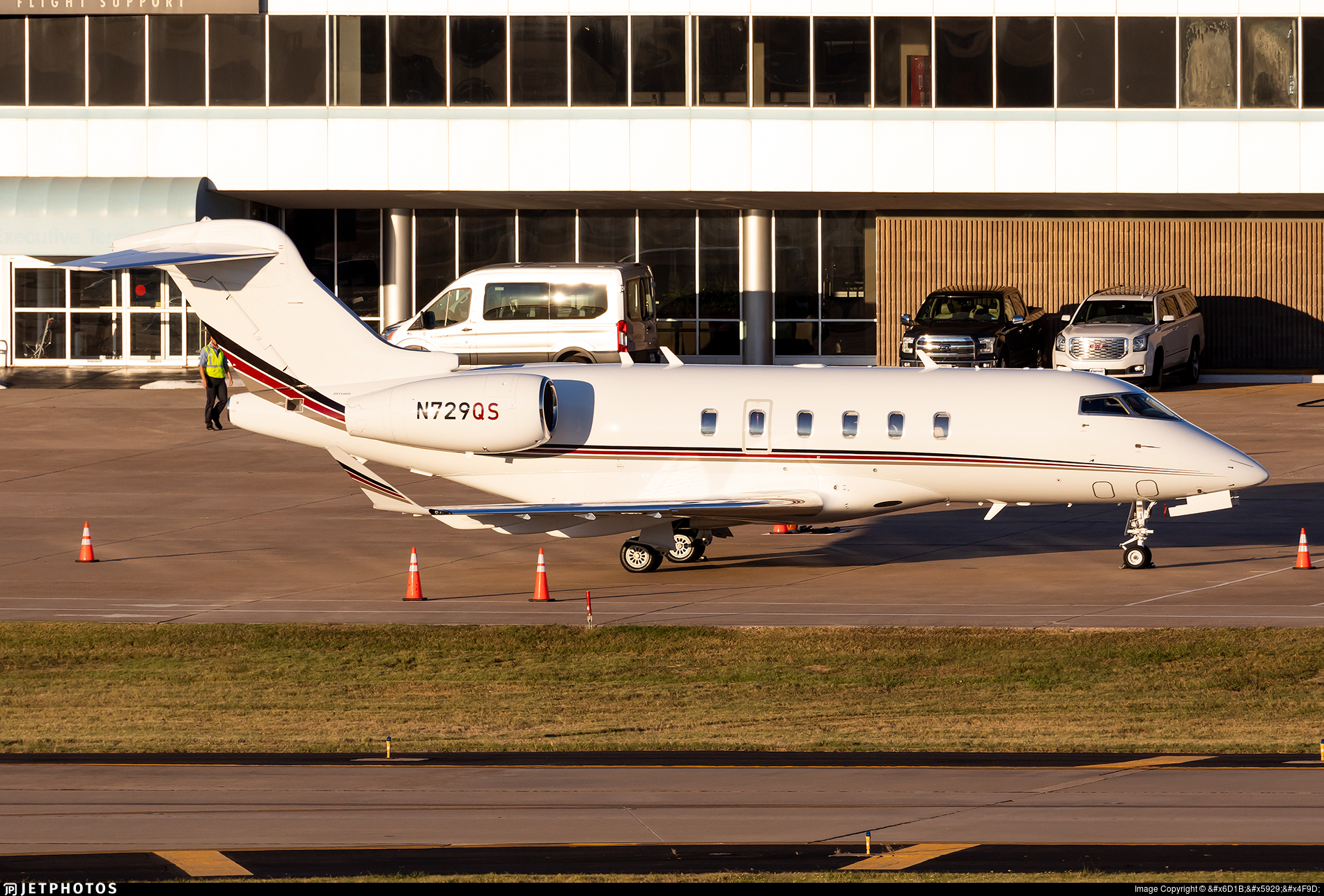 N729QS - Bombardier BD-100-1A10 Challenger 350 - NetJets Aviation