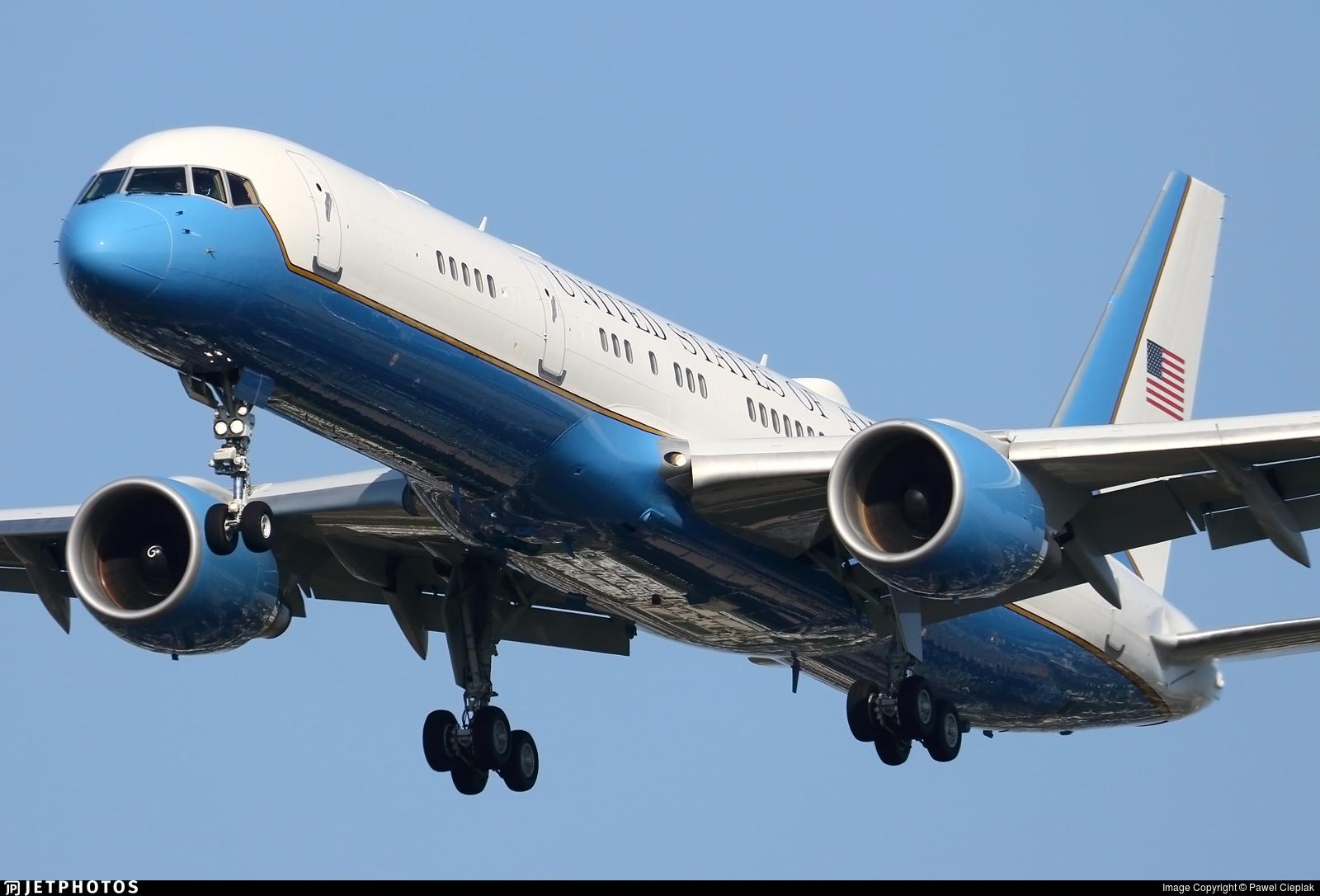 980001 Boeing C32A United