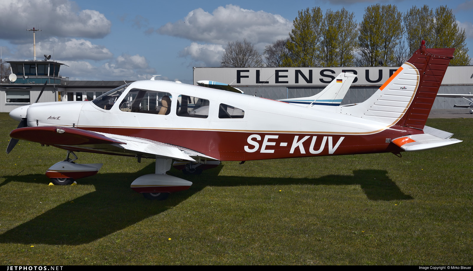 SE-KUV - Piper PA-28-181 Cherokee Archer II - Private
