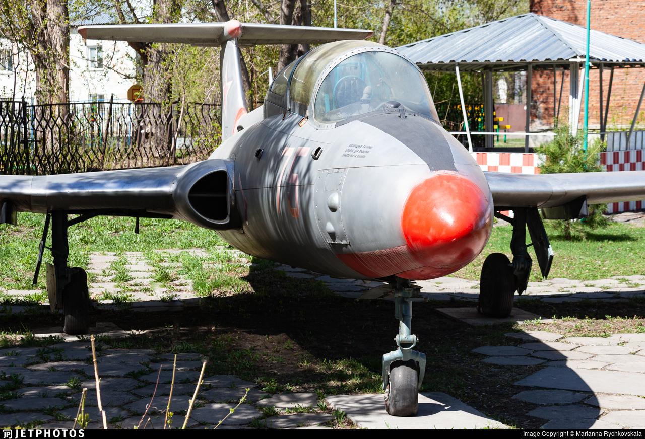 75 - Aero L-29 Delfin - DOSAAF