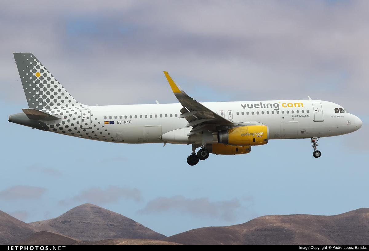 EC-MKO - Airbus A320-233 - Vueling