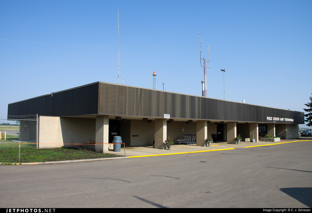 CYQF - Airport - Terminal