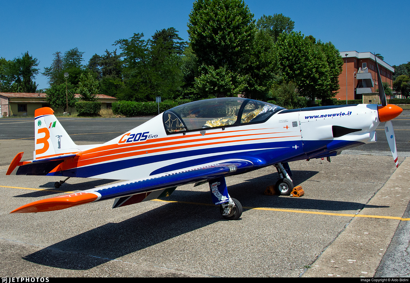 003 - New Avio C-205 - Private