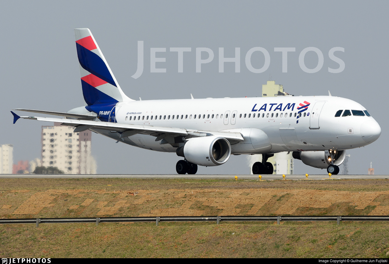 PR-MHF - Airbus A320-214 - LATAM Airlines