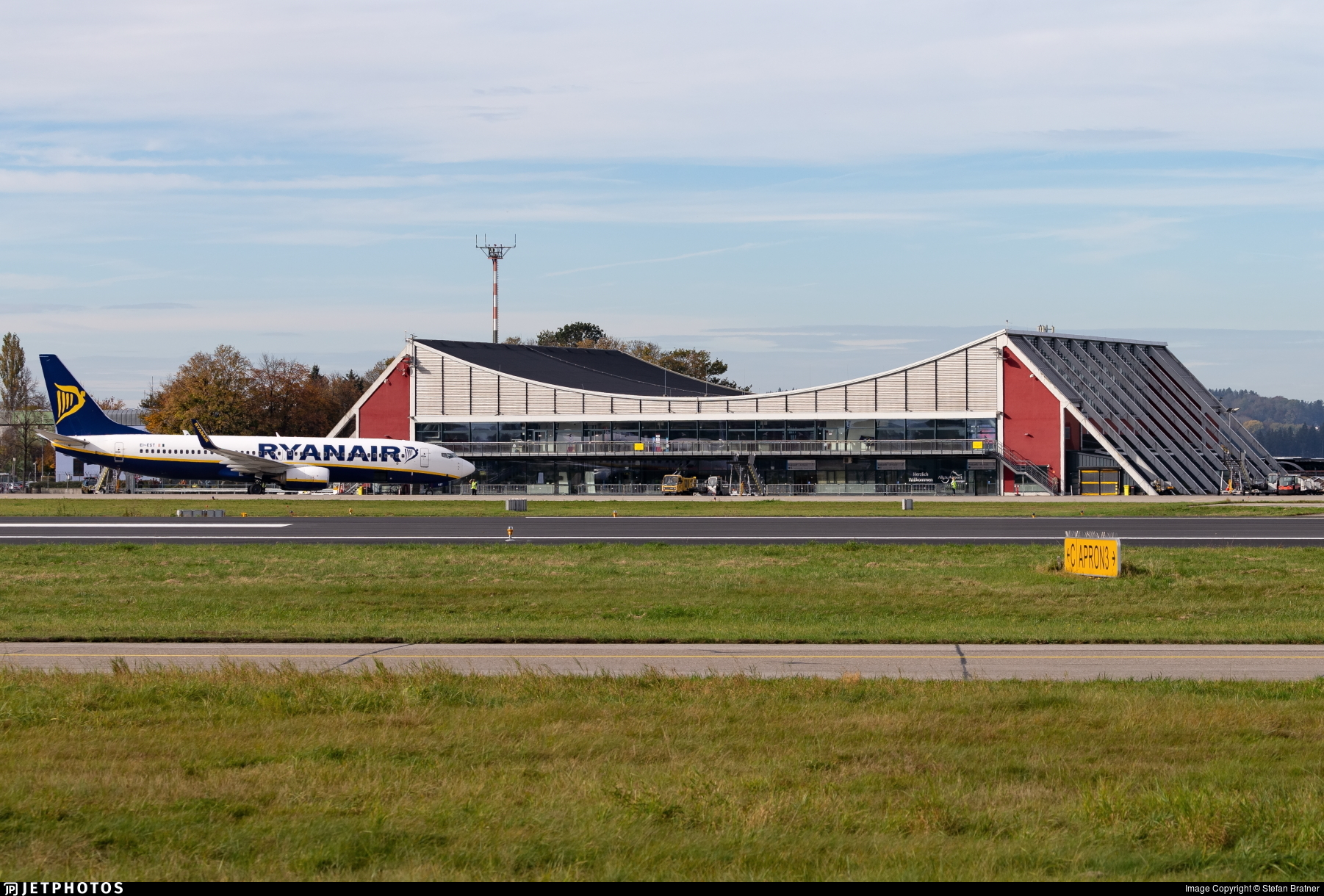 EDJA - Airport - Airport Overview