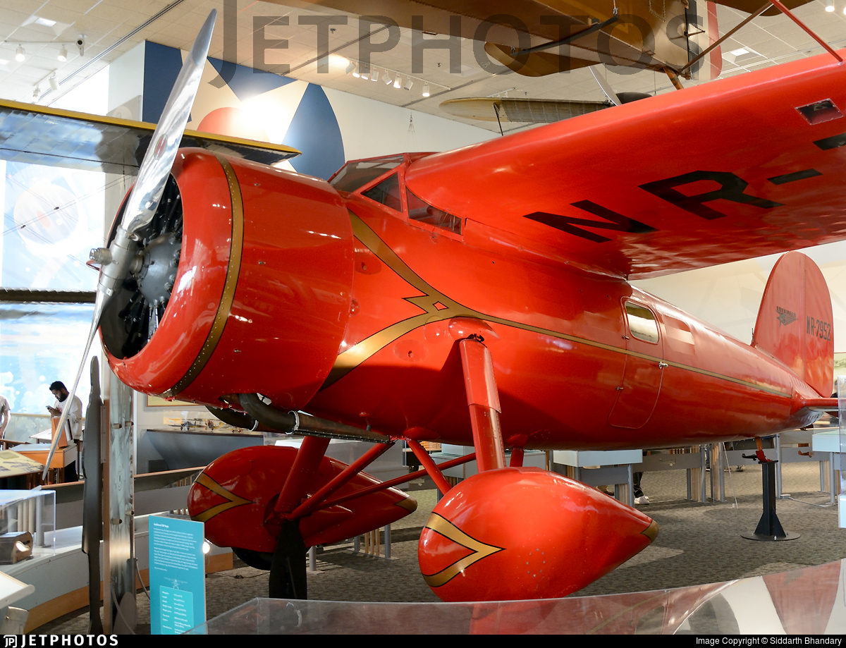 NR-7952 - Lockheed 5B Vega - Private