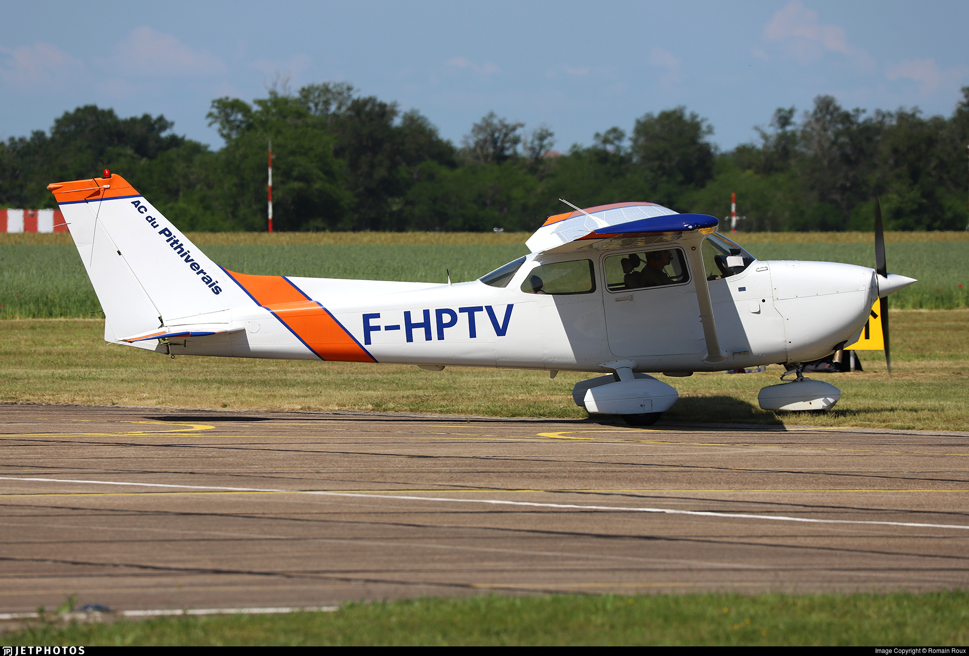F-HPTV - Cessna 172R Skyhawk - Aéroclub du Pithiverais