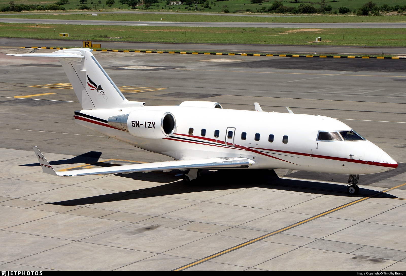 5N-IZY - Bombardier CL-600-2B16 Challenger 604 - Izy Air