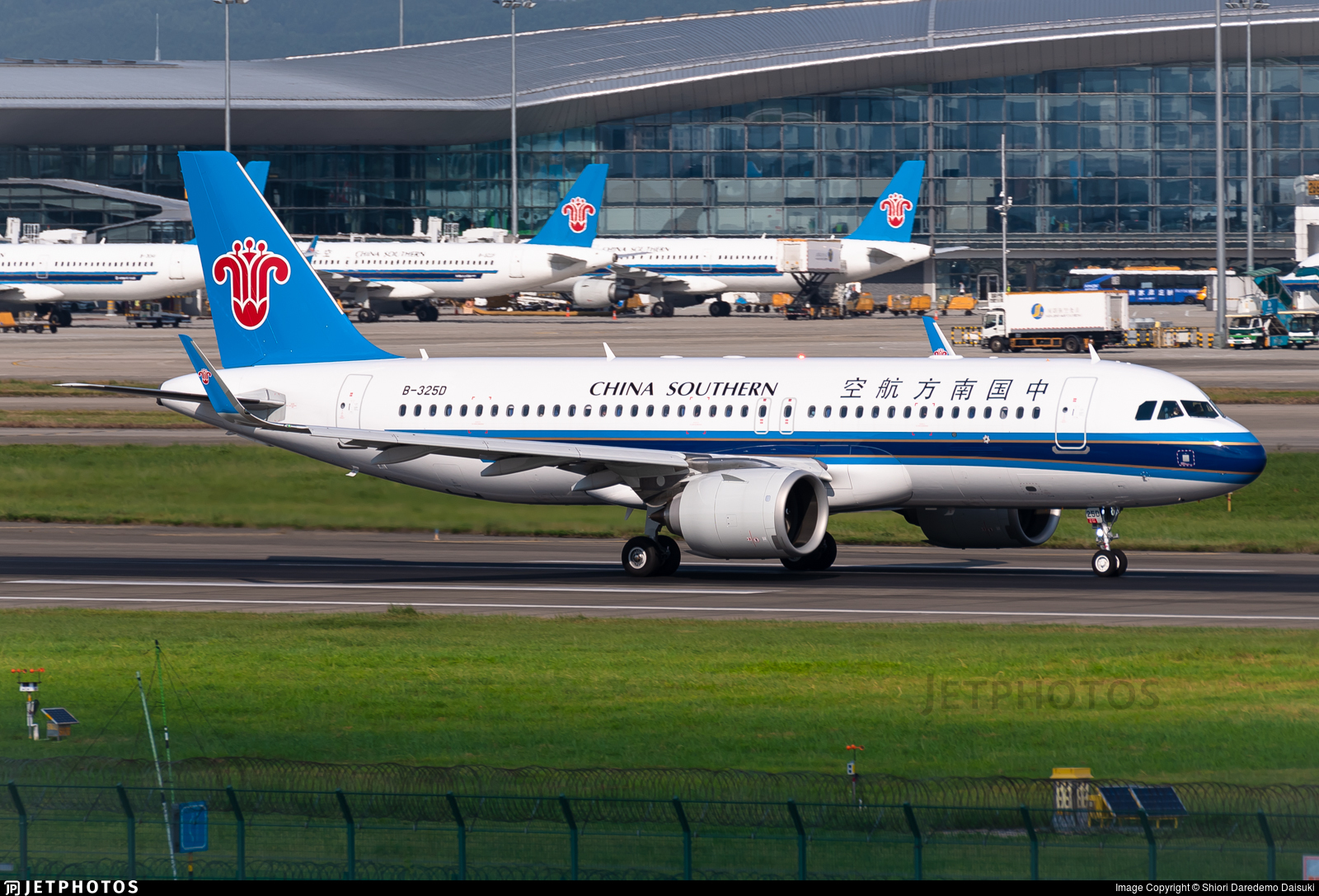 B-325D - Airbus A320-251N - China Southern Airlines