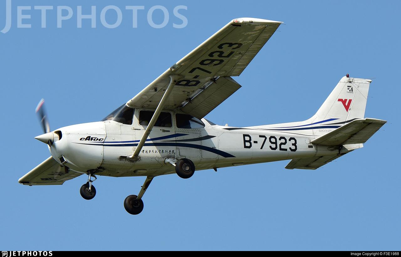 B-7923 - Cessna 172R Skyhawk - Civil Aviation Flight University of China