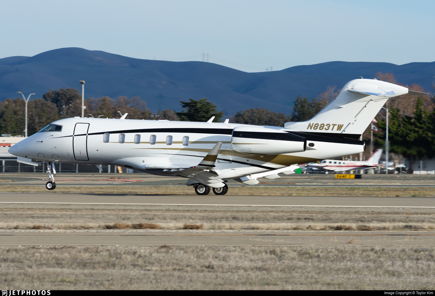 N883TW - Bombardier BD-100-1A10 Challenger 350 - Delta Private Jets