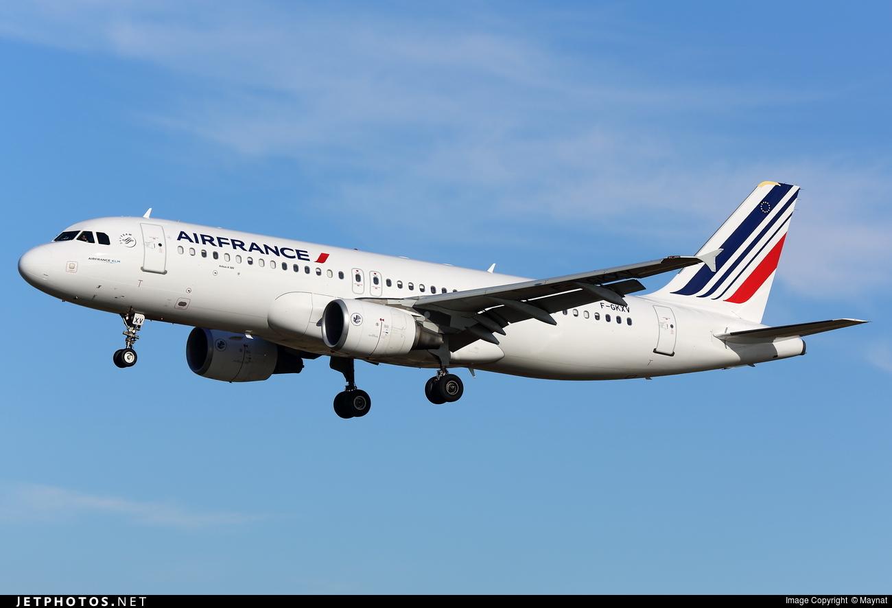 F gkxv airbus a320 214 air france maynat jetphotos for Airbus a320 air france interieur