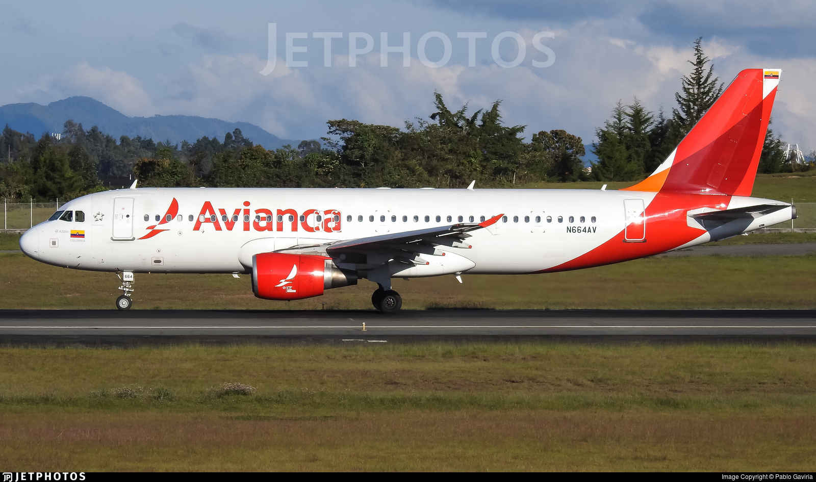 N664AV - Airbus A320-214 - Avianca