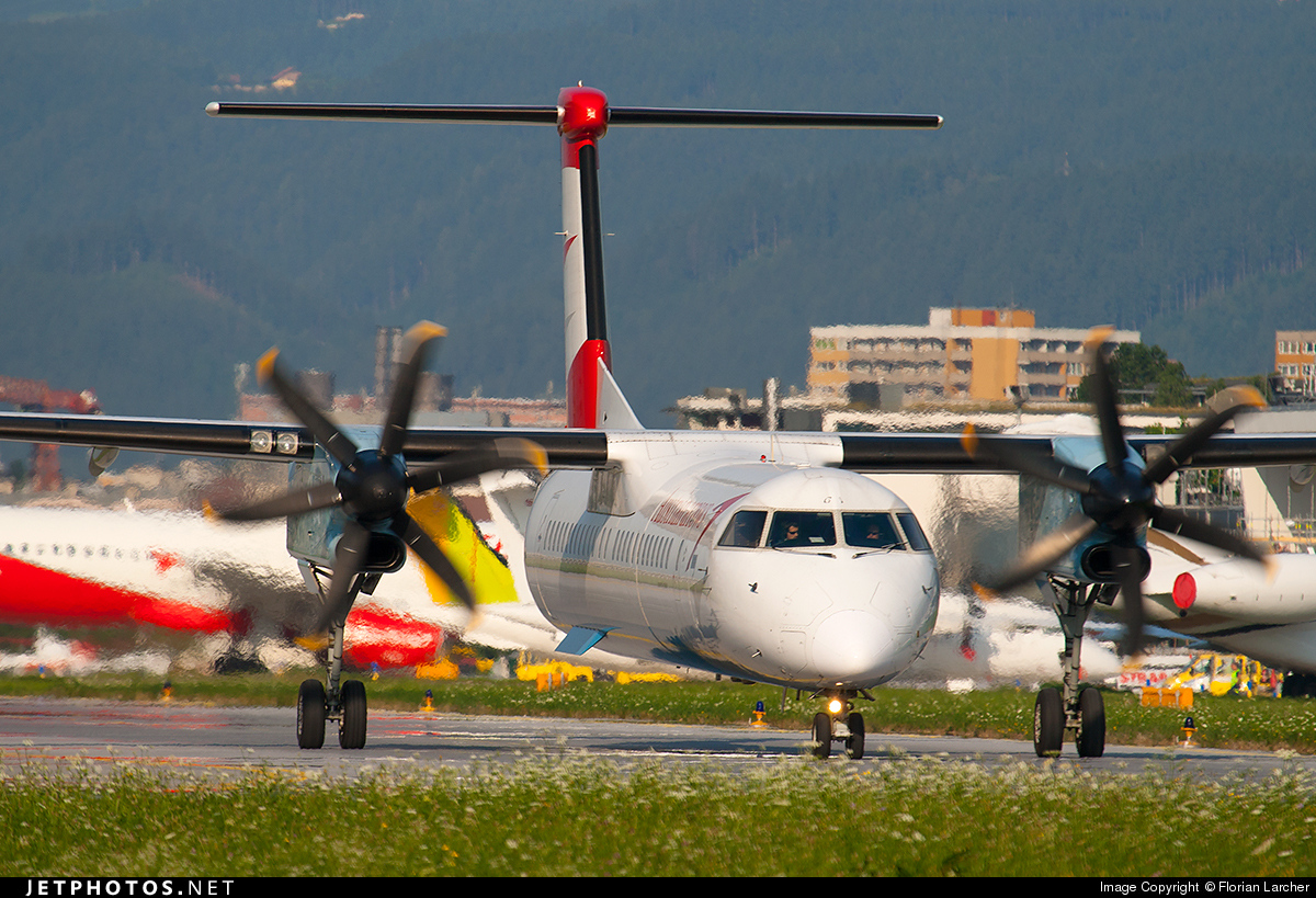 OE-LGJ - Bombardier Dash 8-Q402 - Austrian Arrows