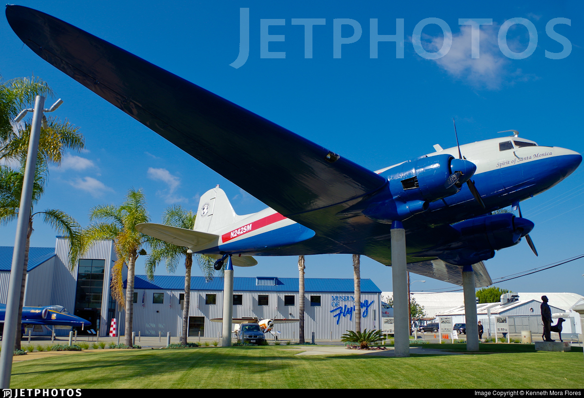 N242SM - Douglas DC-3 - Private