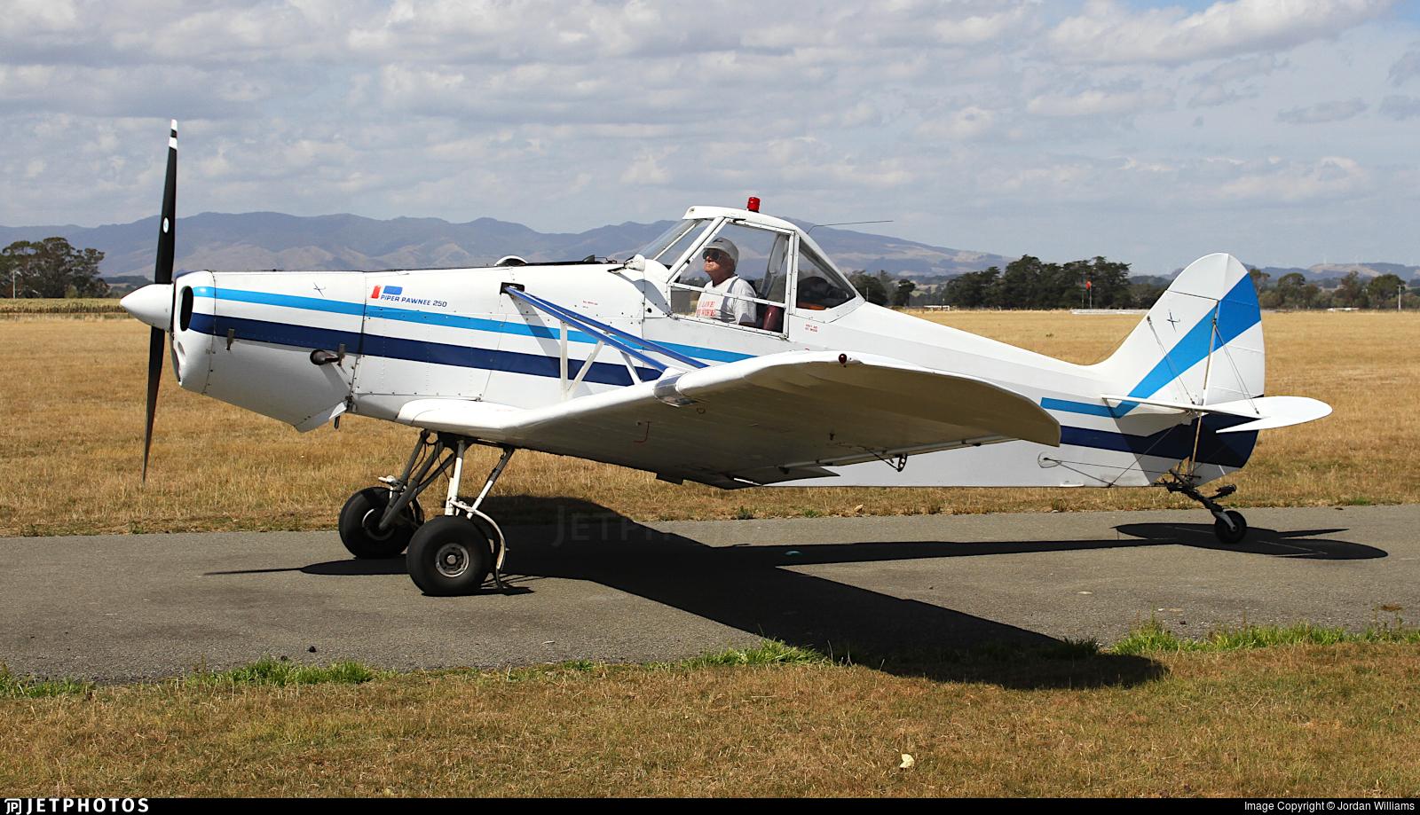 ZK-CIG - Piper PA-25-235 Pawnee B - Gliding Manawatu