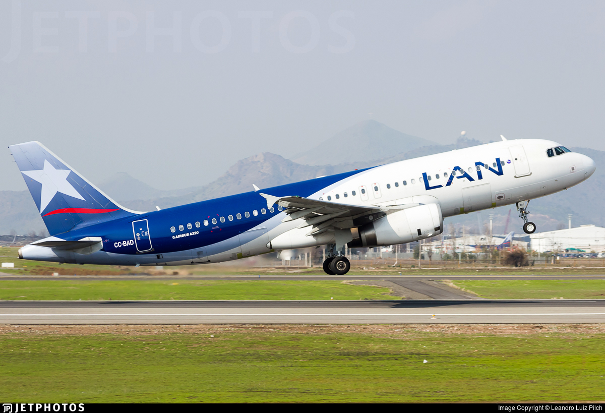 CC-BAD - Airbus A320-233 - LAN Airlines