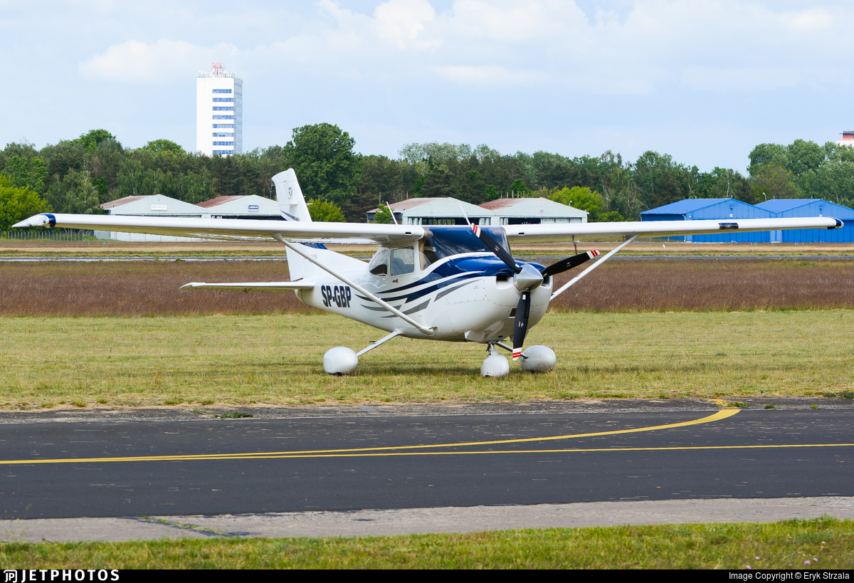 SP-GBP - Cessna 182T Skylane - Private