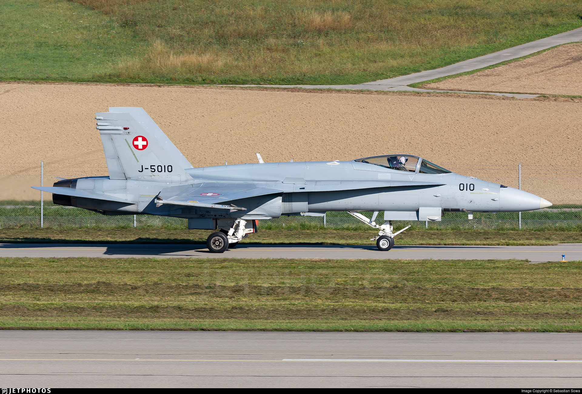 J-5010 - McDonnell Douglas F/A-18C Hornet - Switzerland - Air Force