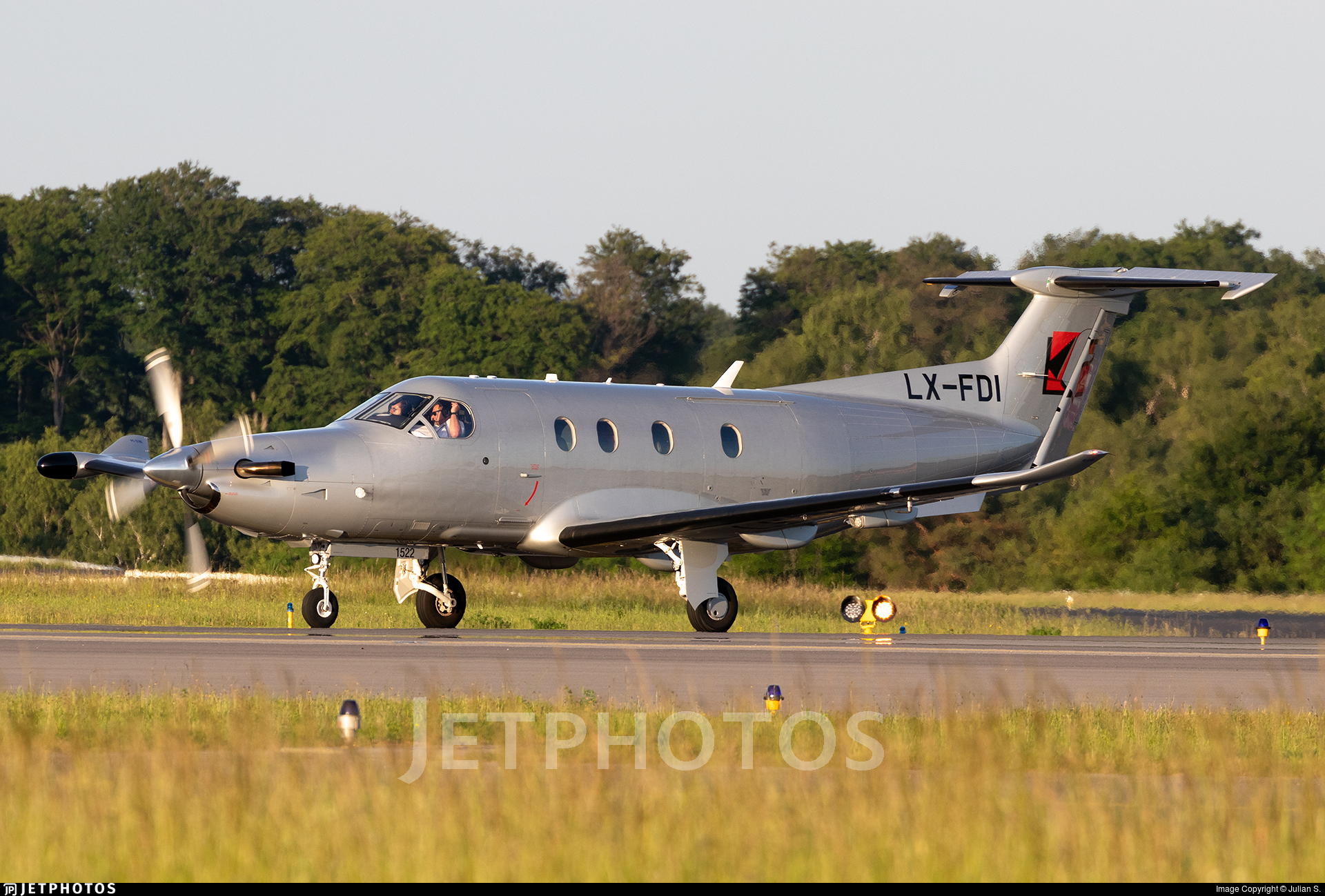 LX FDI | Pilatus PC 1247E | Jetfly Aviation | Julian S