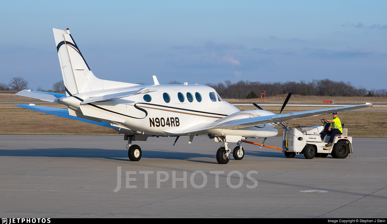 N904RB - Beechcraft C90A King Air - Private