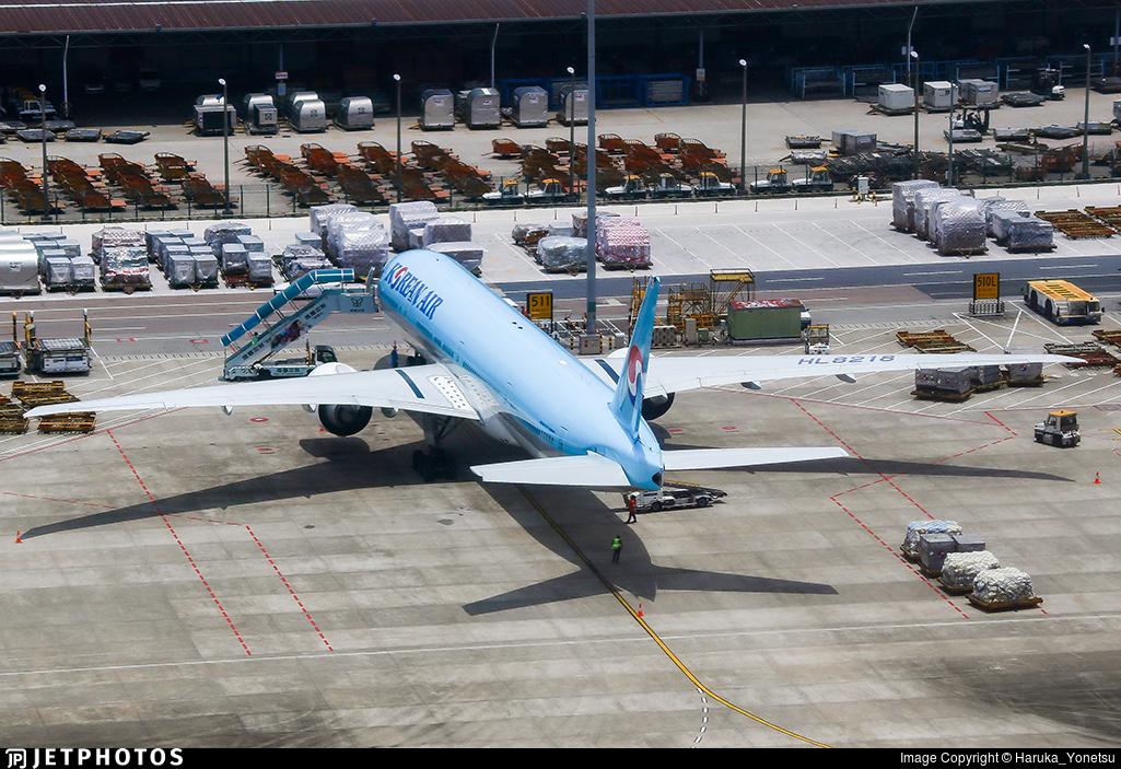 HL8218 - Boeing 777-3B5ER - Korean Air