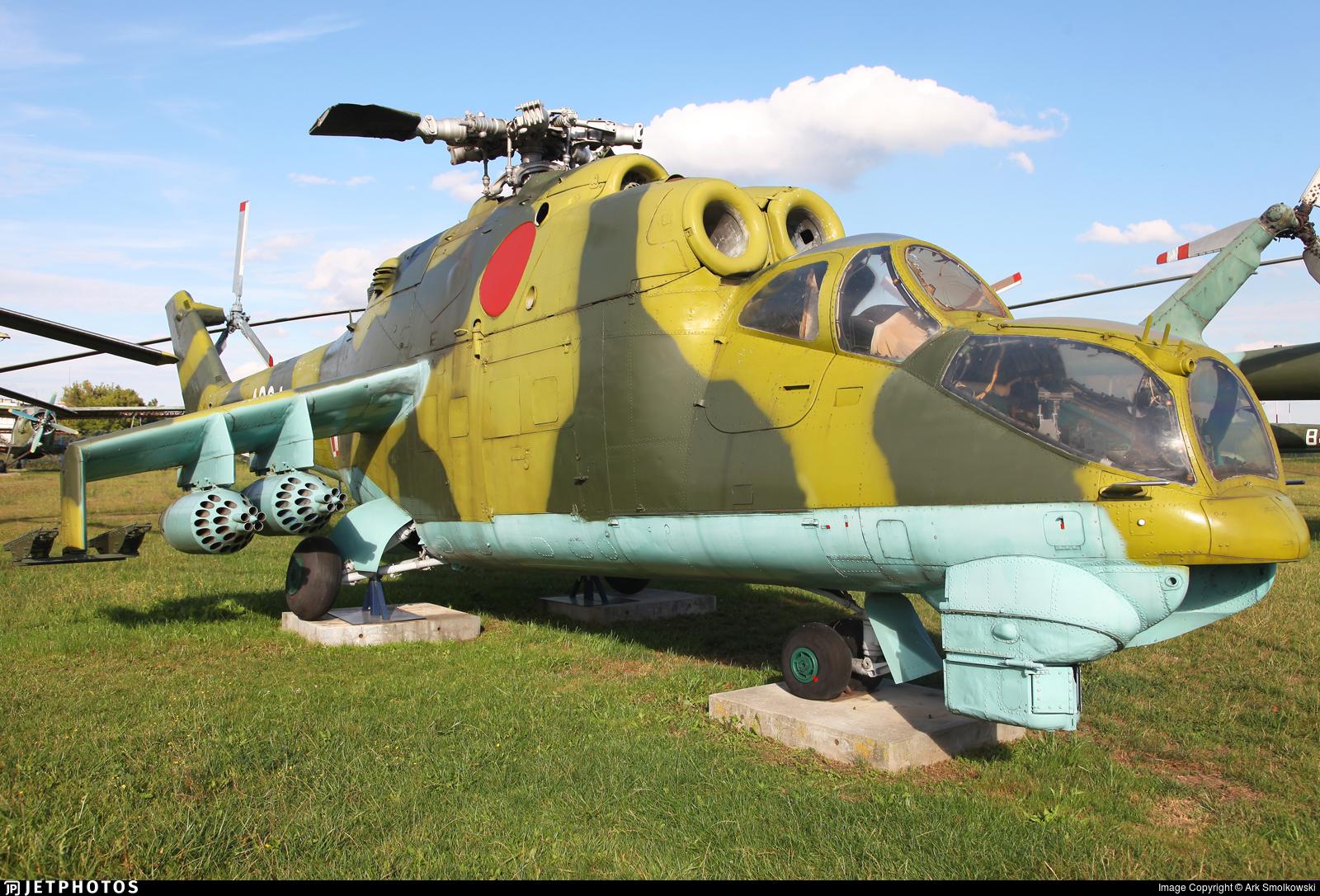4004 - Mil Mi-24D Hind D - Poland - Air Force
