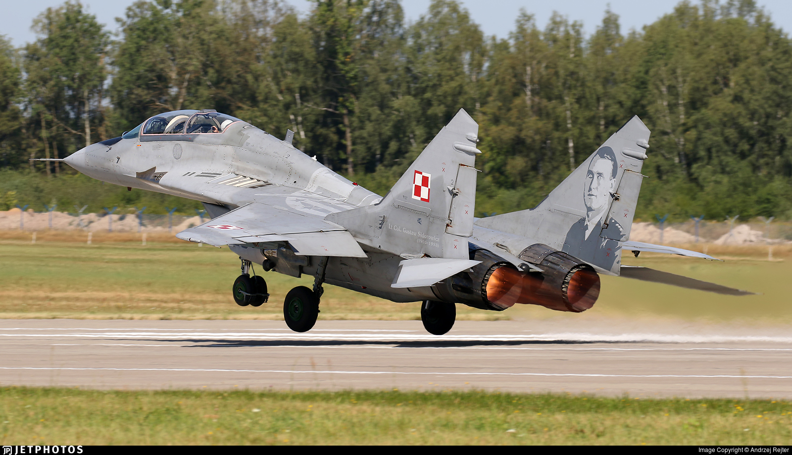 28 - Mikoyan-Gurevich MiG-29UB Fulcrum B - Poland - Air Force