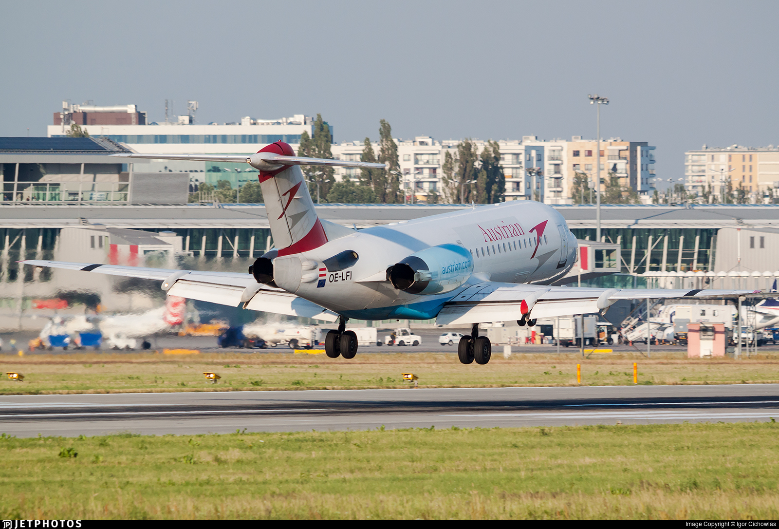 OE-LFI - Fokker 70 - Austrian Airlines