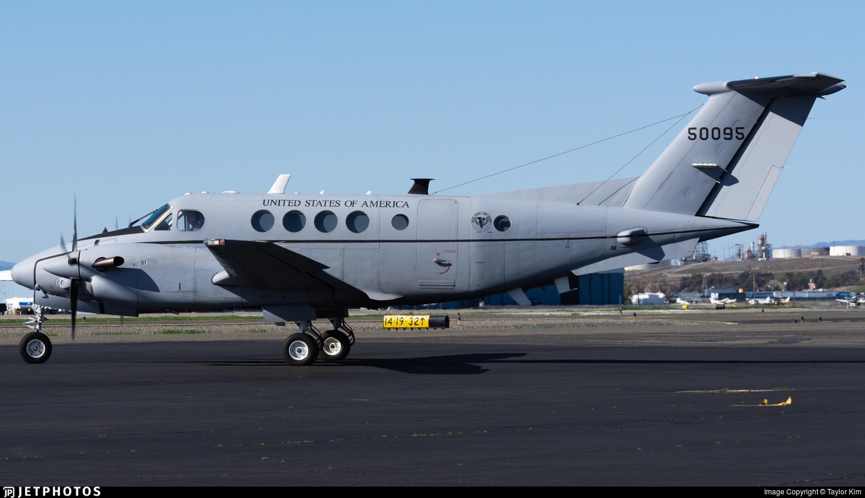 95-00095 - Beechcraft C-12V Huron - United States - US Army