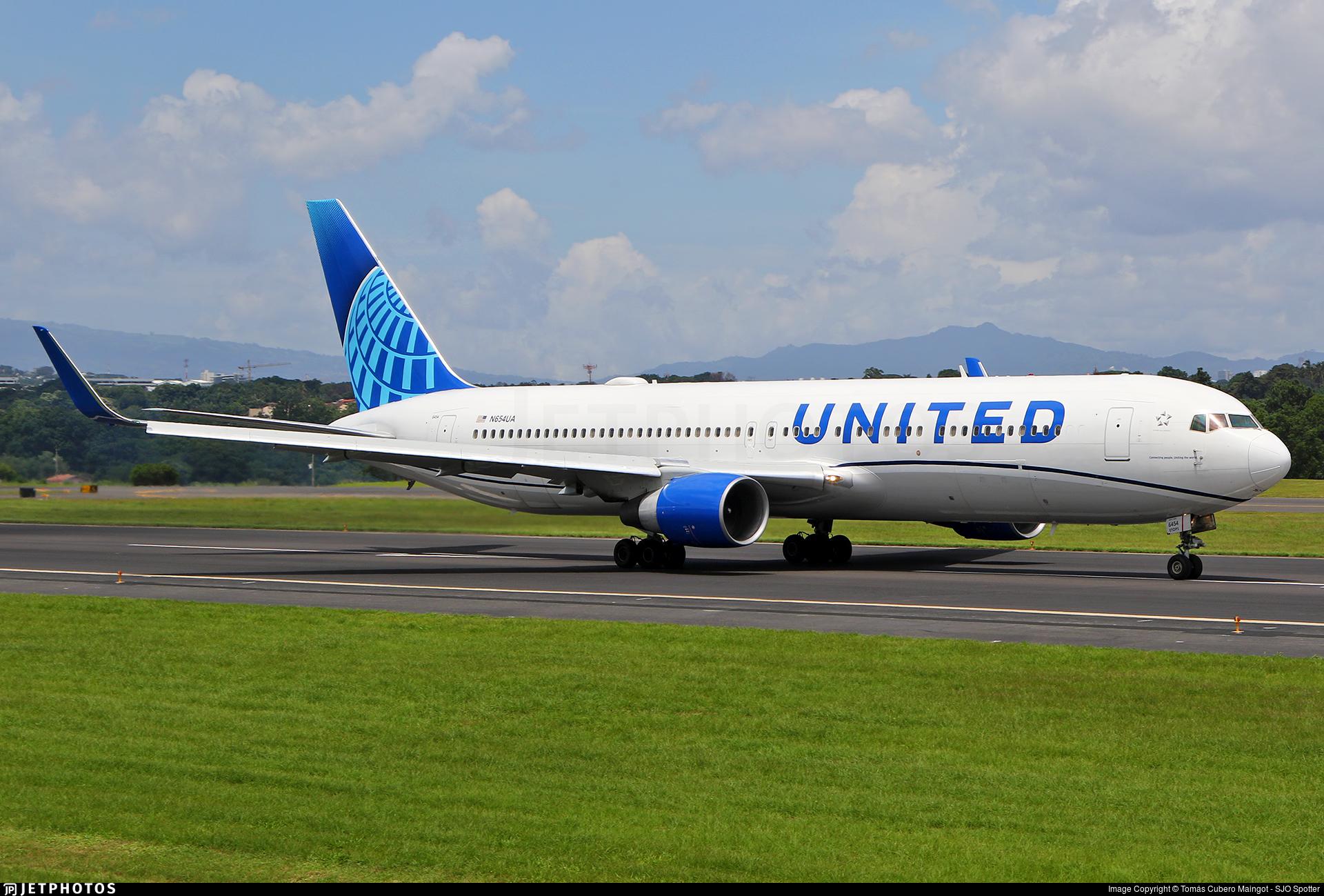 N654UA - Boeing 767-322(ER) - United Airlines