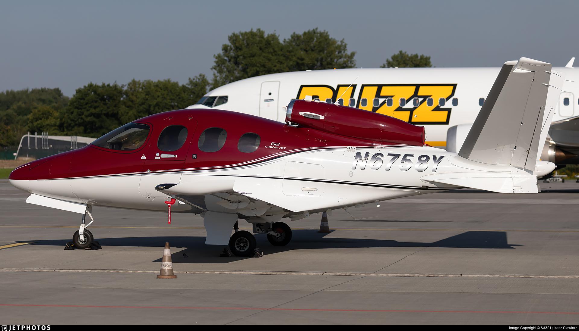 N6758Y - Cirrus Vision SF50 G2 - Private