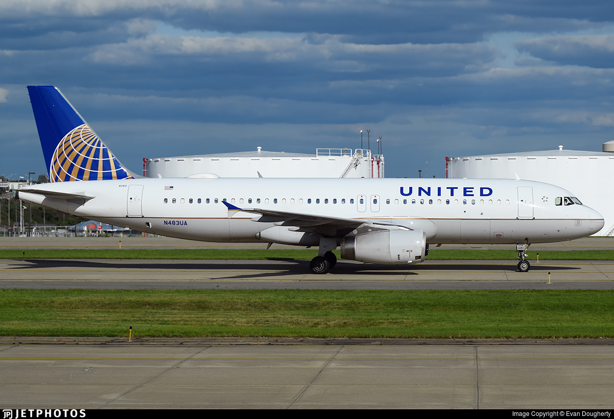 N483UA - Airbus A320-232 - United Airlines
