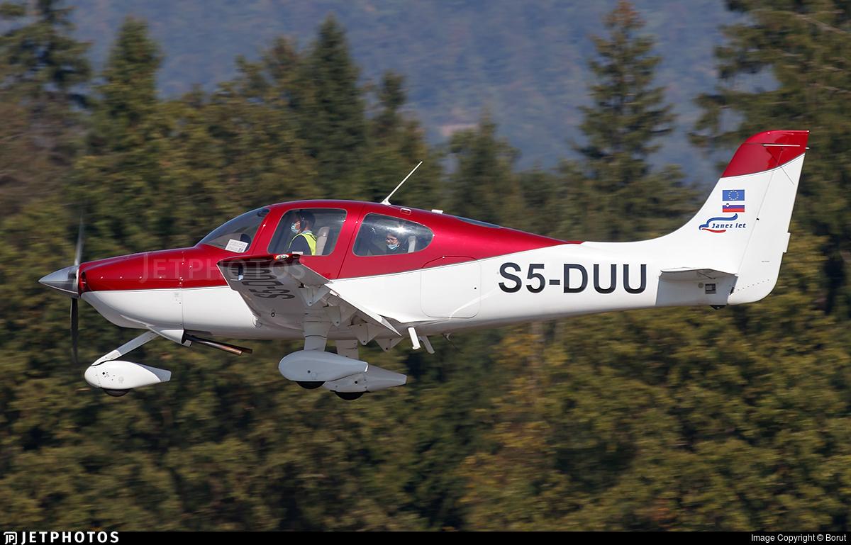 S5-DUU - Cirrus SR20 - Janez let