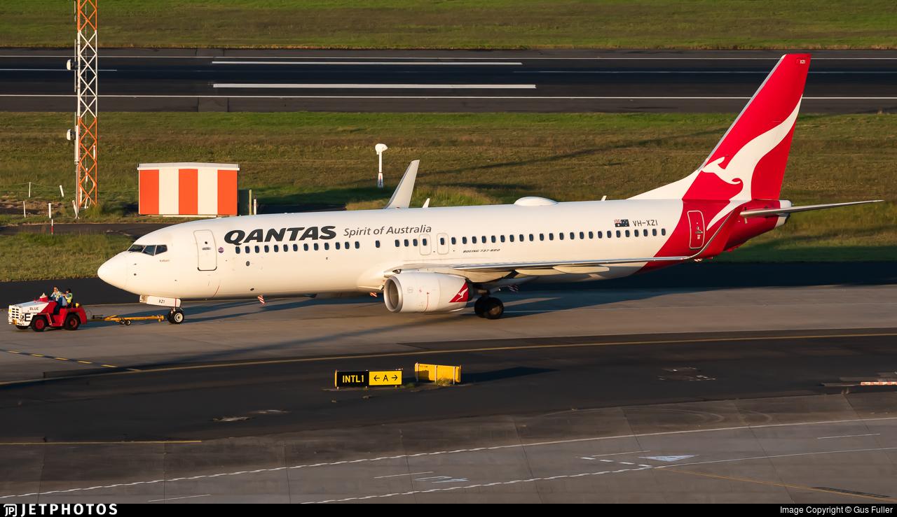 VH-XZI - Boeing 737-838 - Qantas