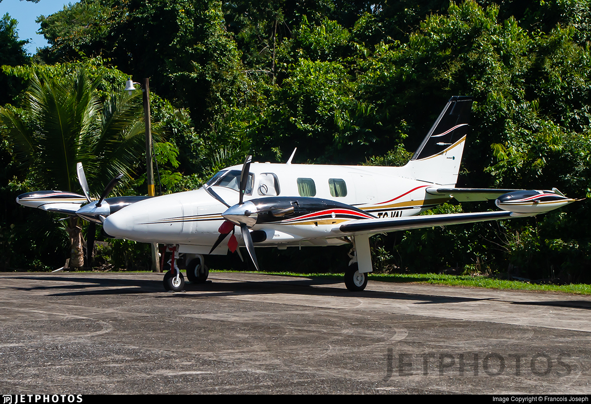 TG-VAL - Piper PA-31T Cheyenne II - Private