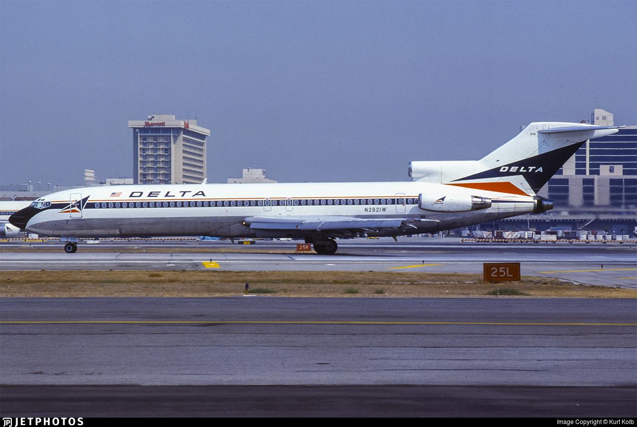 N2821W - Boeing 727-247(Adv) - Delta Air Lines