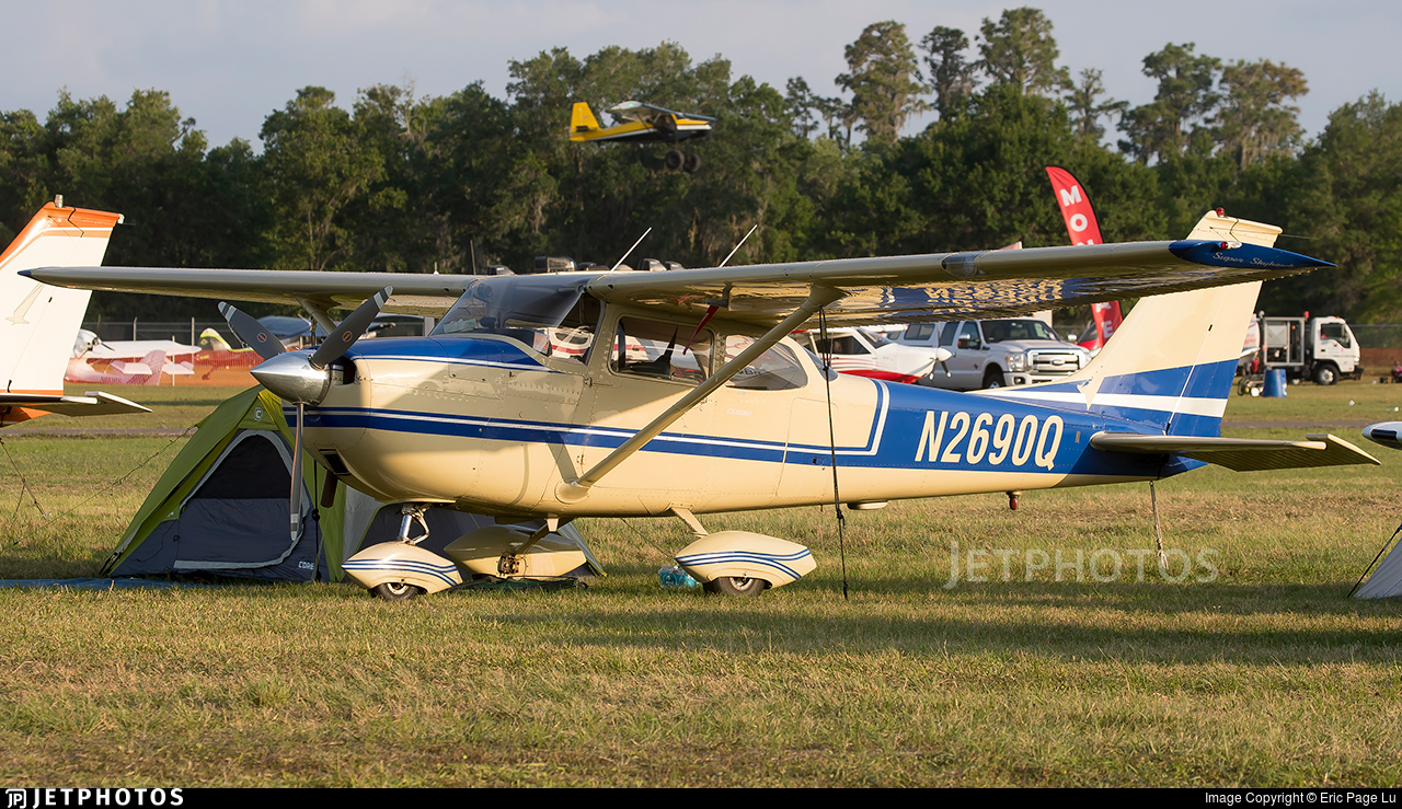N2690Q - Cessna 172K Skyhawk - Private