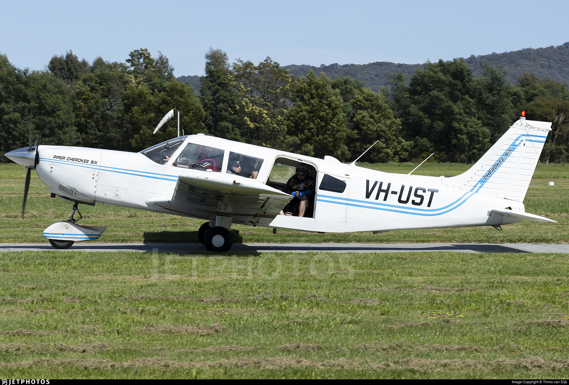 VH-UST - Piper PA-32-260 Cherokee Six - Private
