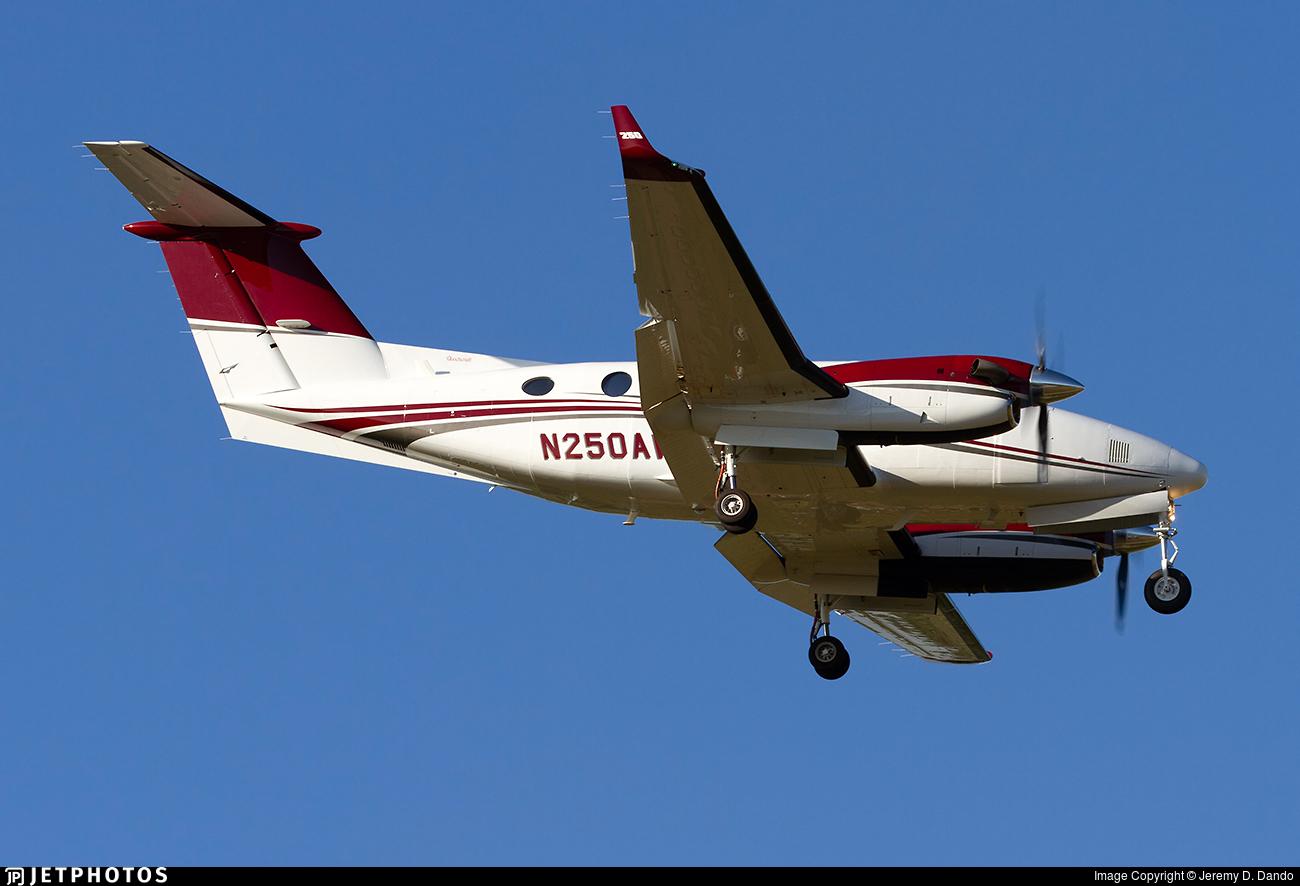 N250AW - Beechcraft 200 Super King Air - Private
