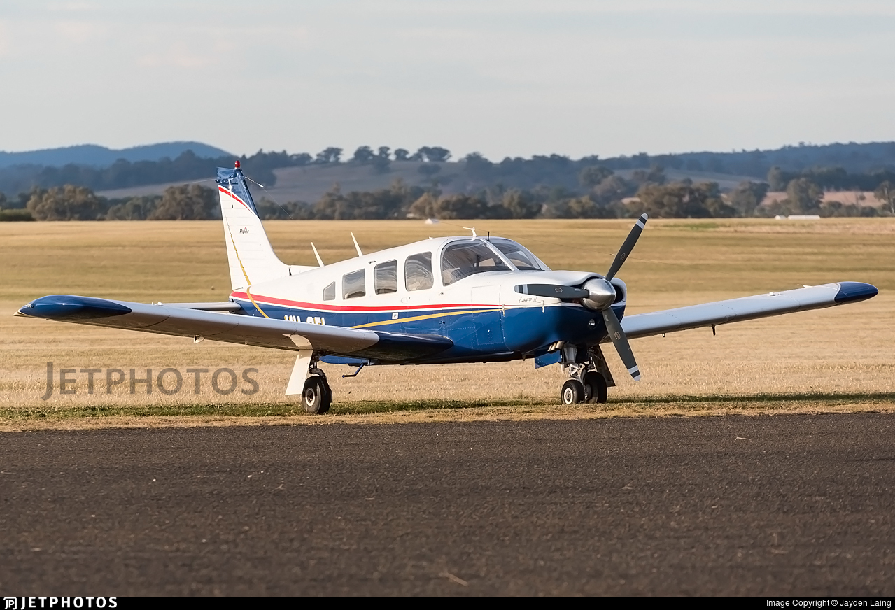 VH-OEL - Piper PA-32R-300 Cherokee Lance - Private