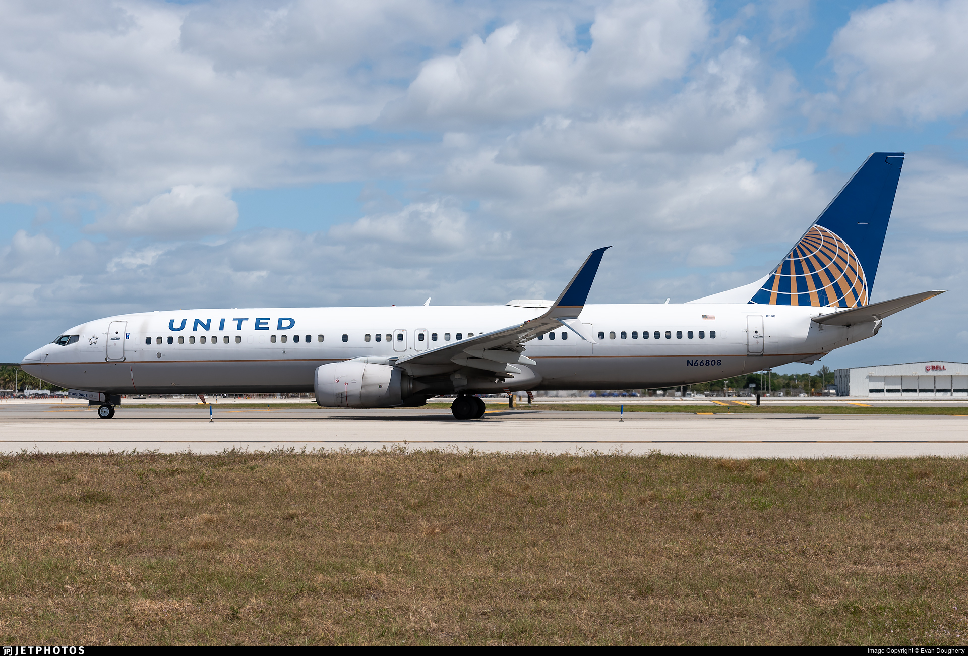 N66808 - Boeing 737-924ER - United Airlines