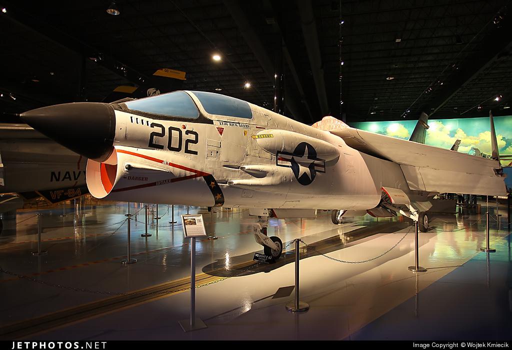 150904 - Vought F-8J Crusader - United States - US Navy (USN)