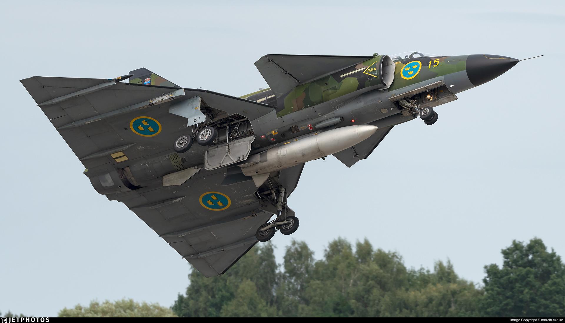 SE-DXO - Saab Sk37E Viggen - Swedish Airforce Historic Flight