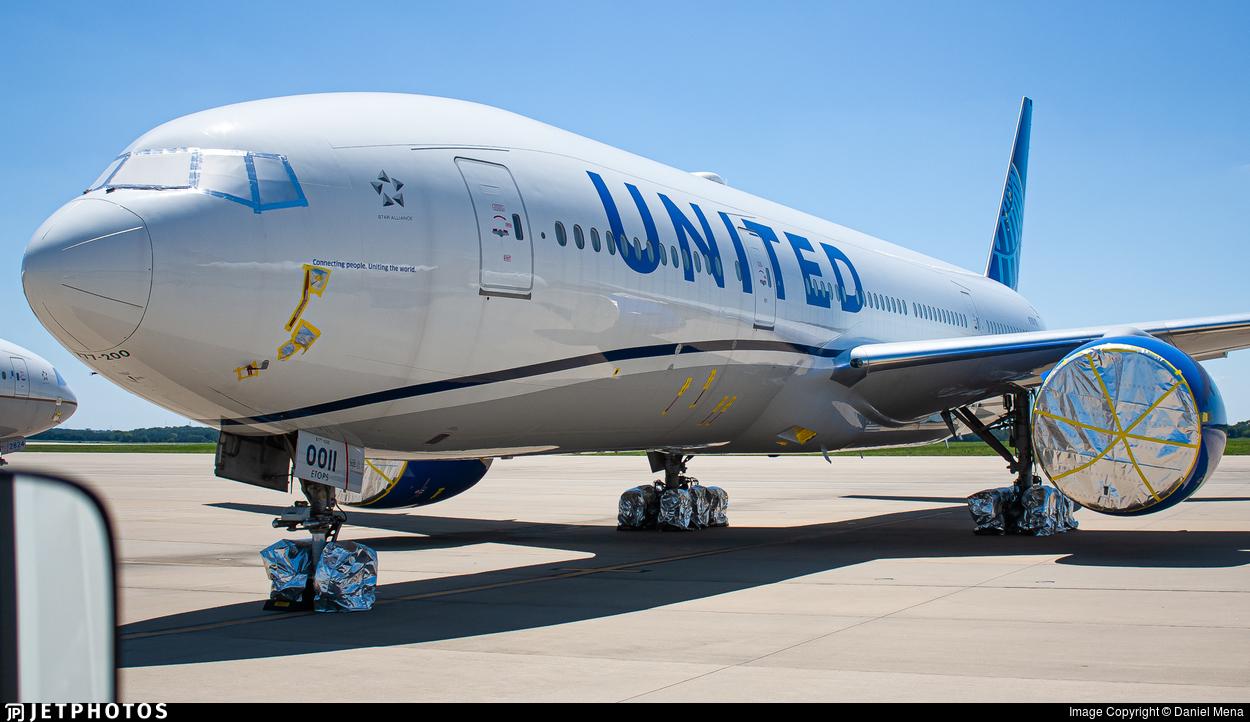 N79011 - Boeing 777-224(ER) - United Airlines
