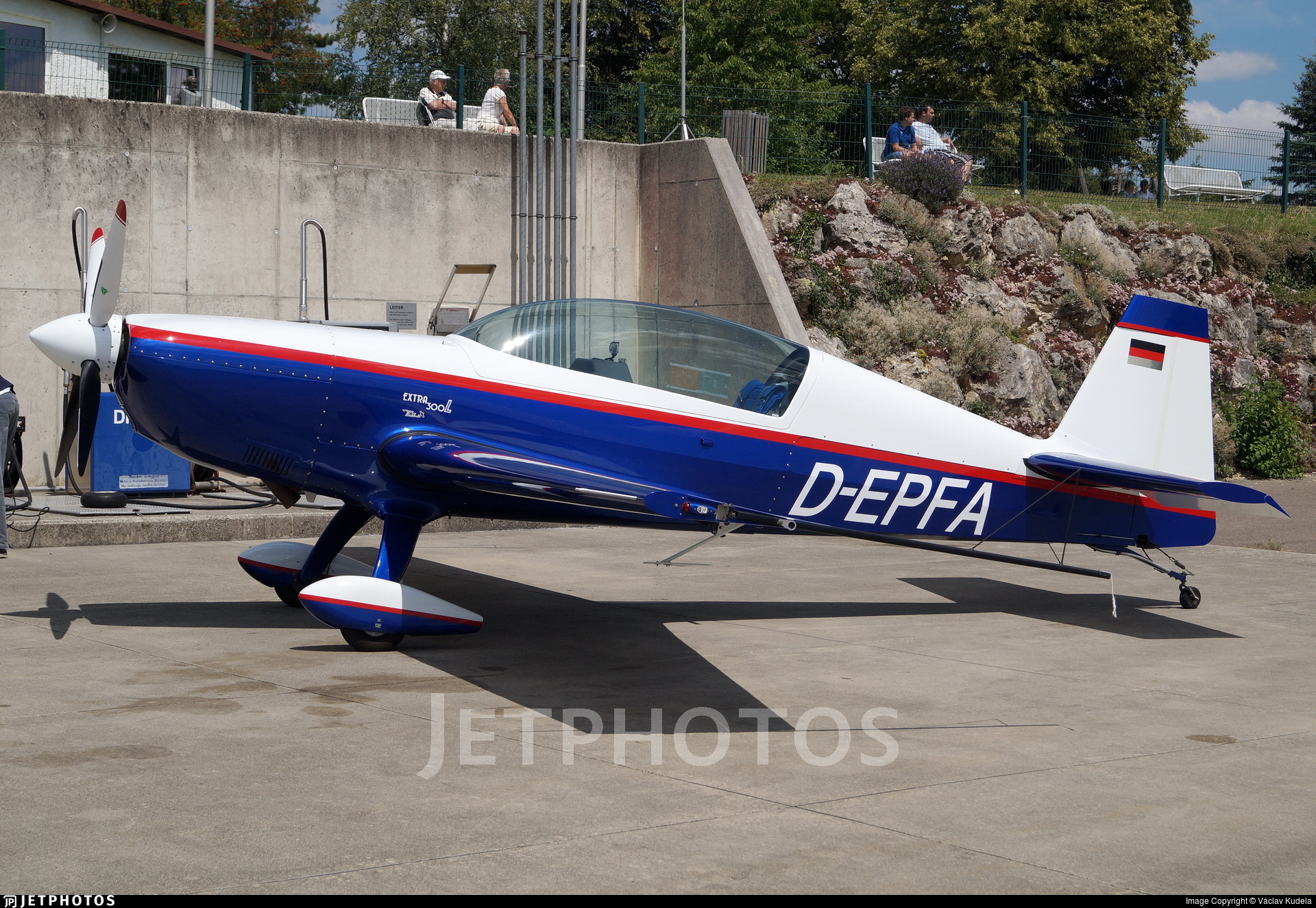 D-EPFA - Extra EA 300L - Private