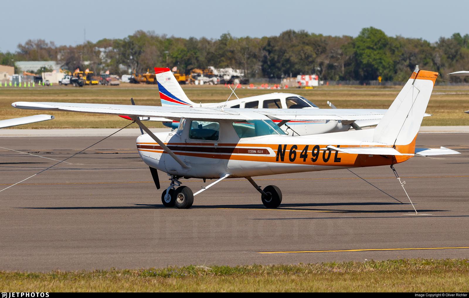 N6490L - Cessna 152 II - Private